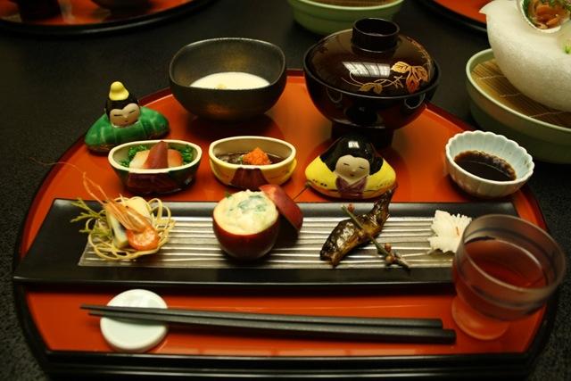 đũa trên bàn ăn Nhật
