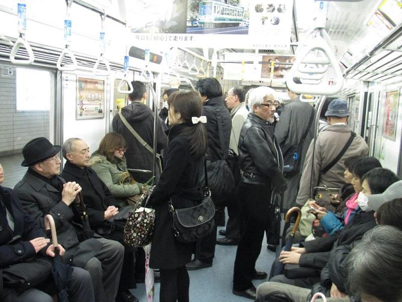 Văn hoá Nhật Bản - đi tàu điện ngầm cũng phải đúng quy tắc